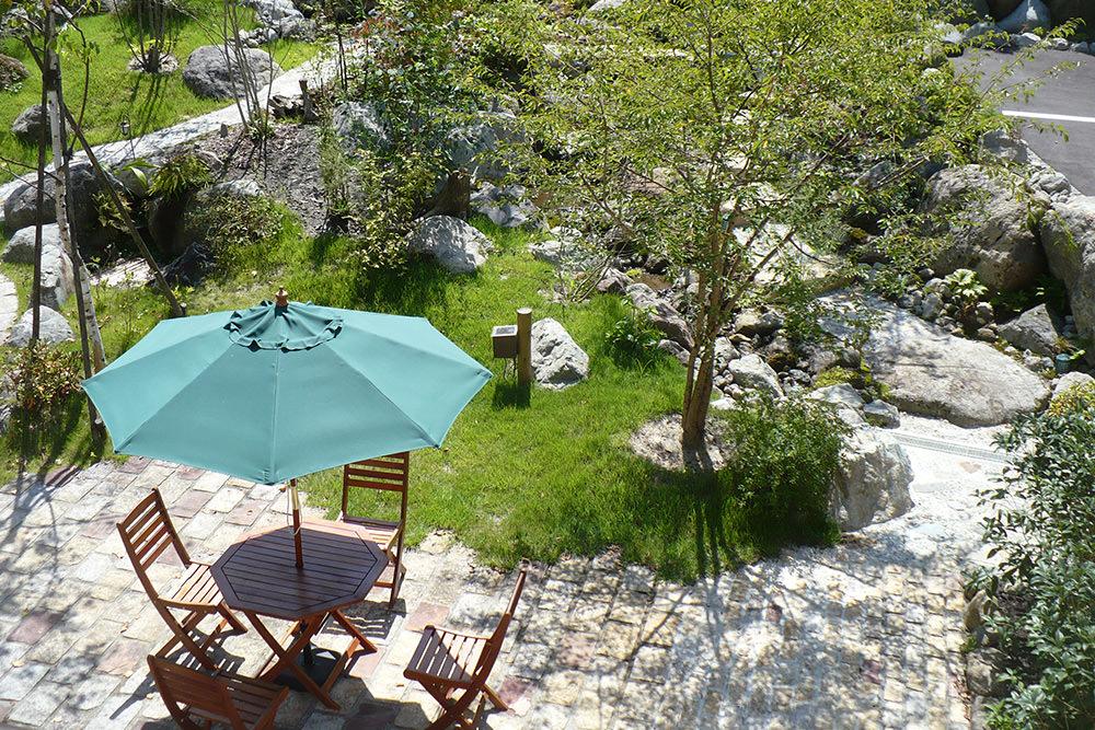 門造園土木 施工事例 緑に包まれるくつろぎの宿